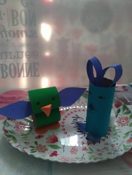 Paul le lapin bleu et Jarry le poussin vert de Théo !